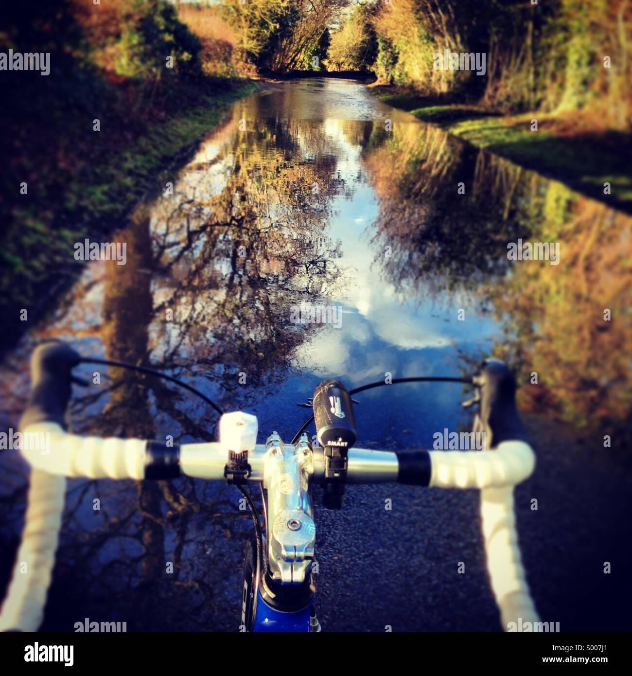 Bicycle handlebars on winter ride through floods uk - Stock Image