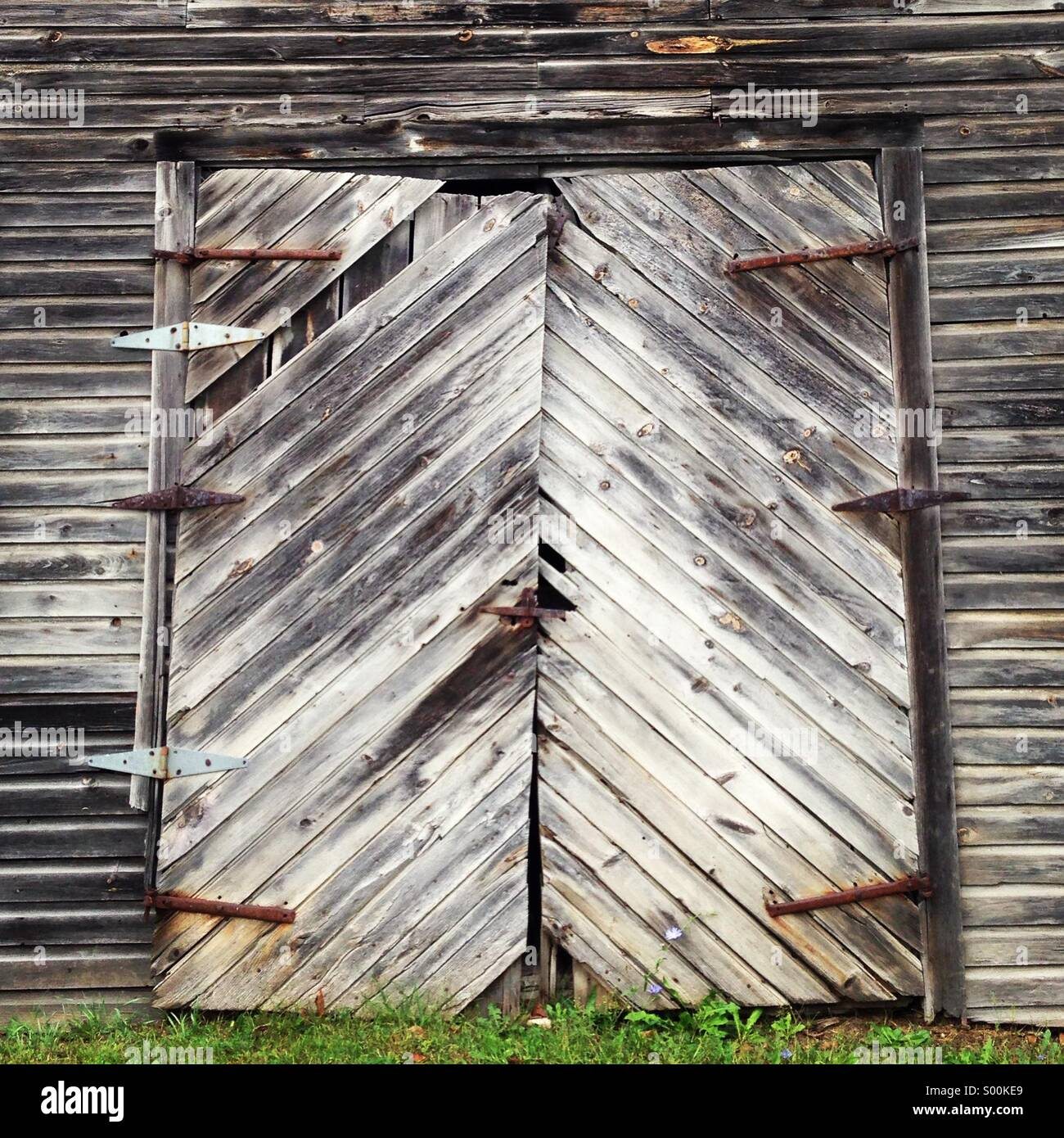 Old gray barn door - Stock Image