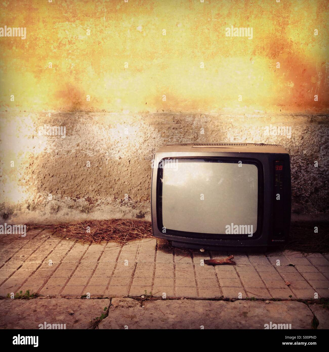 Abandoned old television on the floor - Stock Image