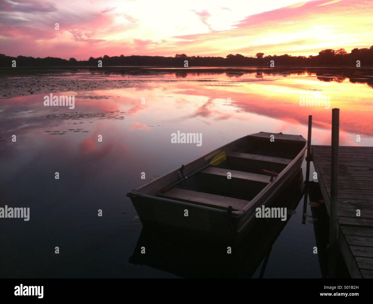 Sunset at the boat dock on the lake. - Stock Image