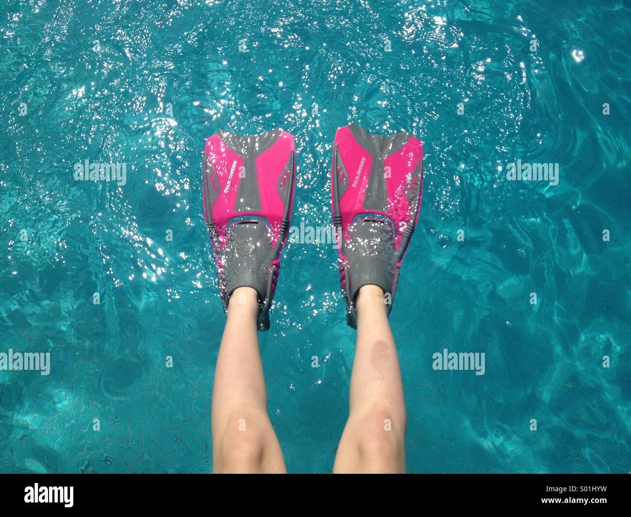 Girl wearing pink swim fins, swimming pool, Hawaii - Stock Image