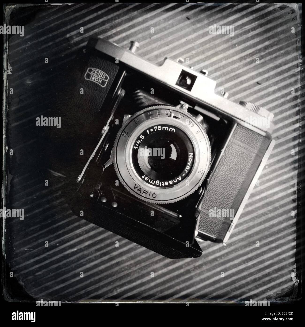 Old vintage Zeiss bellows film camera - Stock Image