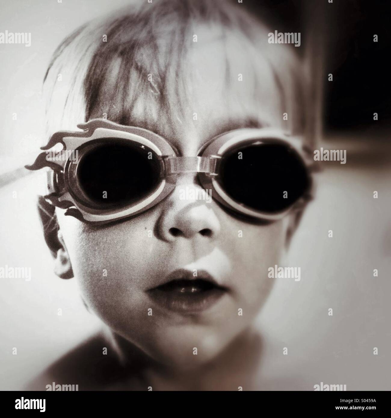 Boy wearing swimming goggles - Stock Image