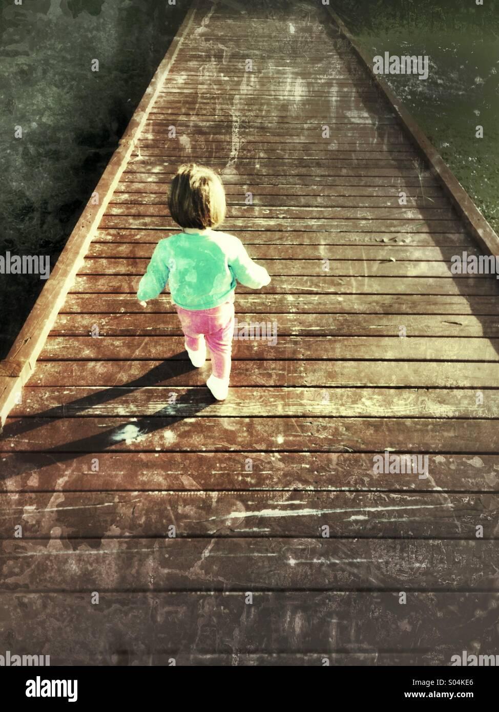 Toddler walking - Stock Image
