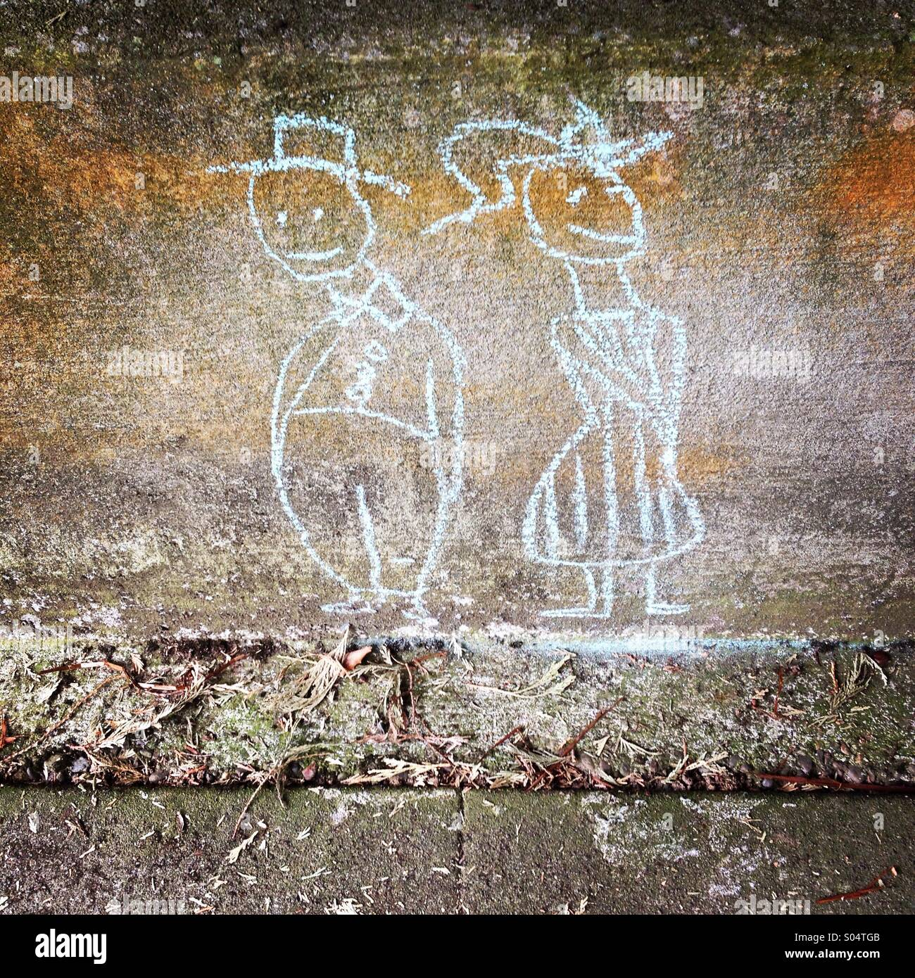 Street art chalk drawing of a couple - Stock Image