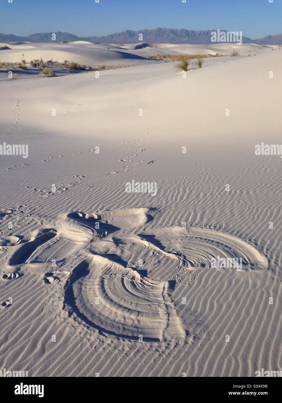 A 'snow' angel in the sand at White Sands National Monument, New Mexico, USA. - Stock Image