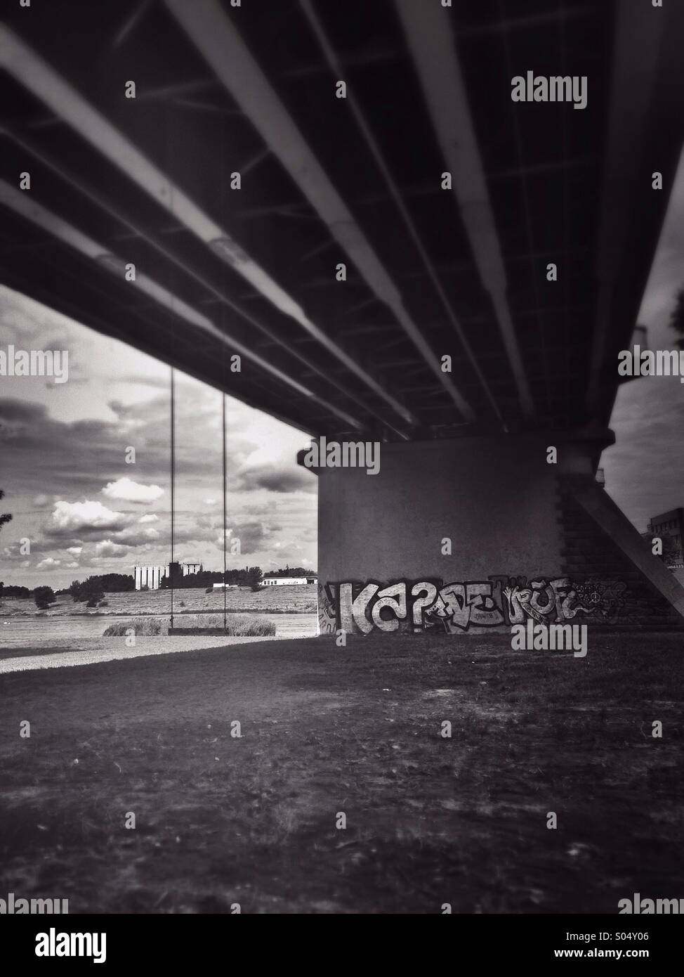 Swinging under the bridge - Stock Image