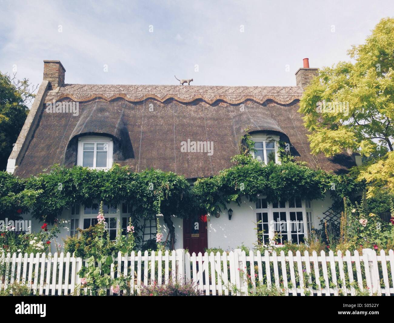 White Picket Fence English House Stock Photos & White ... Quaint English Cottages