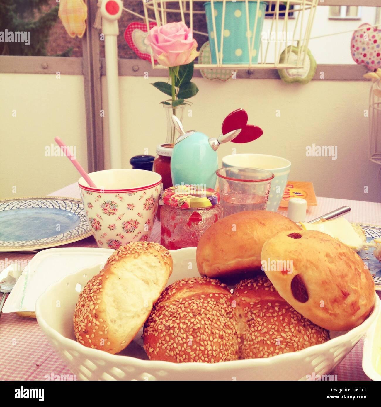 Frühstück auf dem Balkon - Stock Image