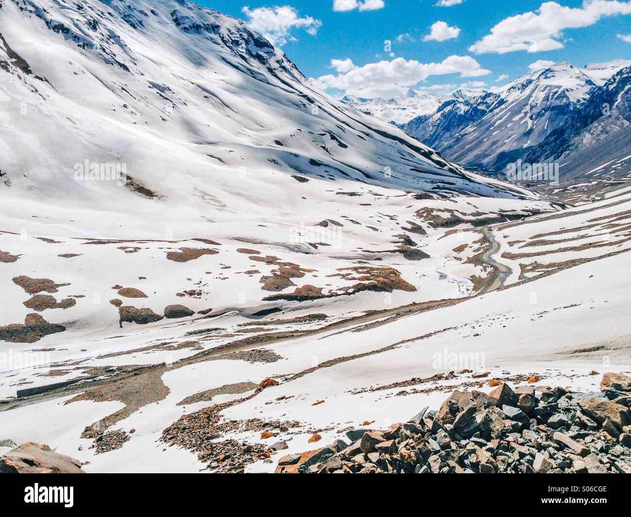 Manali Leh Highway at Baralacha Pass in Himachal Pradesh covered with snow in the Spring season. - Stock Image