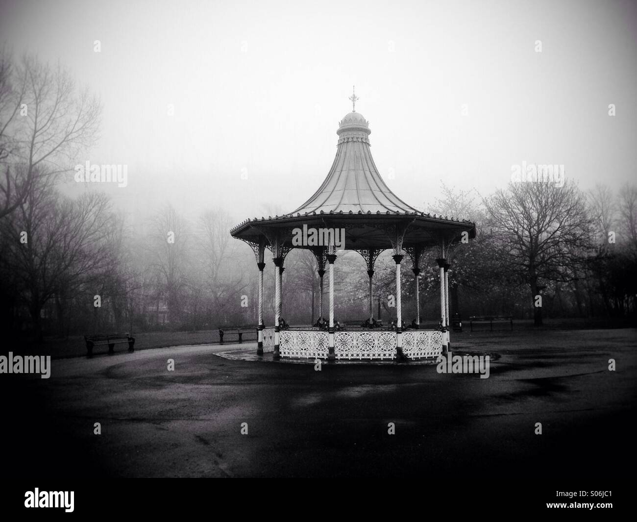 Bandstand in Leazes Park, Newcastle Upon Tyne on a foggy day. - Stock Image