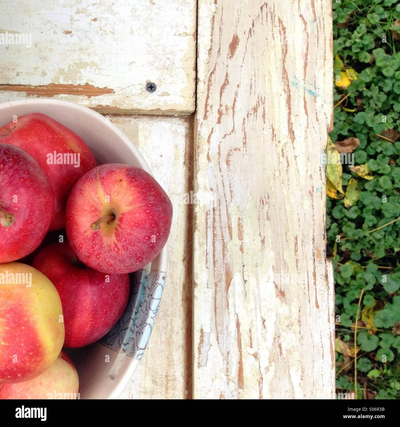 Fresh bowl of gala apples - Stock Image