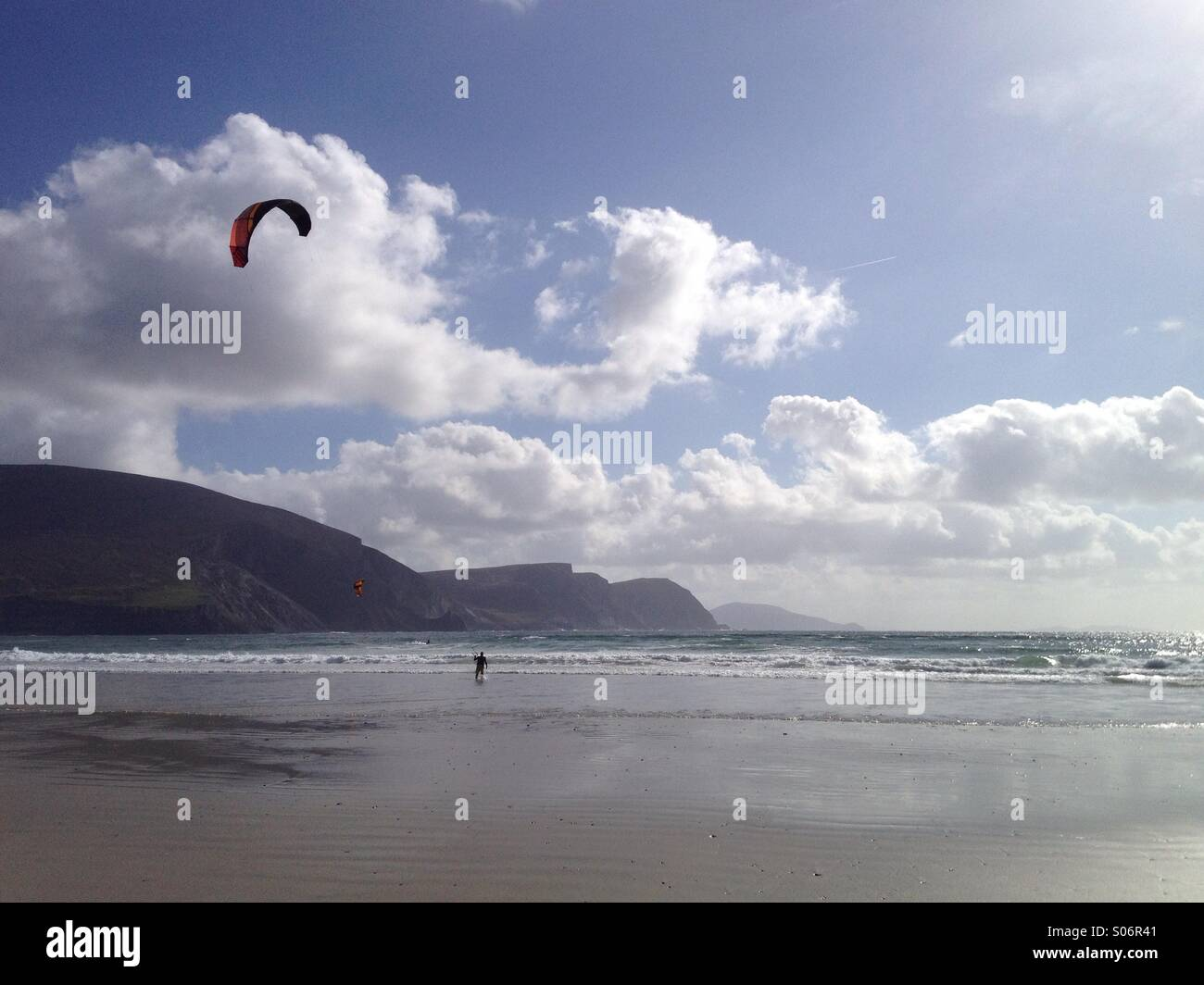 Kite surfers at Keel Beach, Achill Island, Mayo, Ireland, on the Wild Atlantic Way - Stock Image