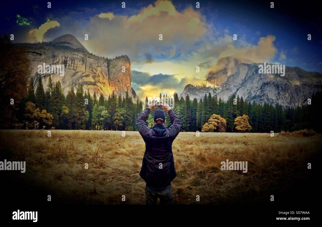 Man taking photo in Yosemite National Park, California - Stock Image