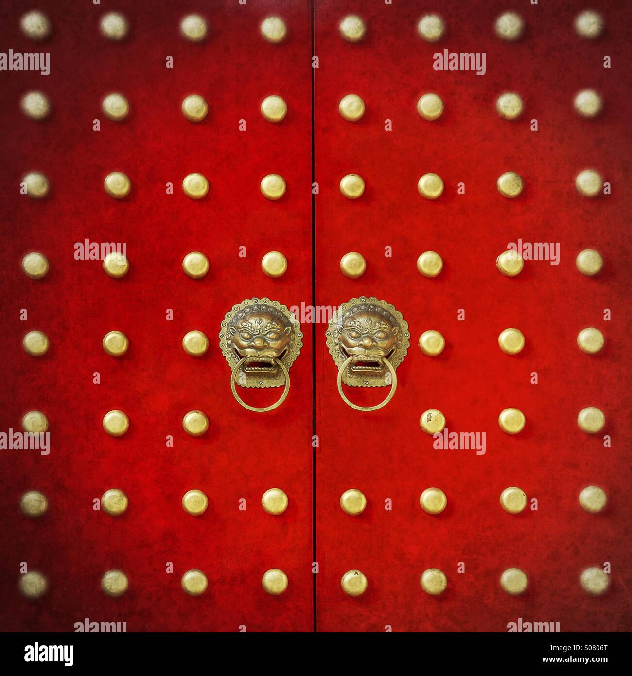 Red ornamental Chinese style doors - Stock Image