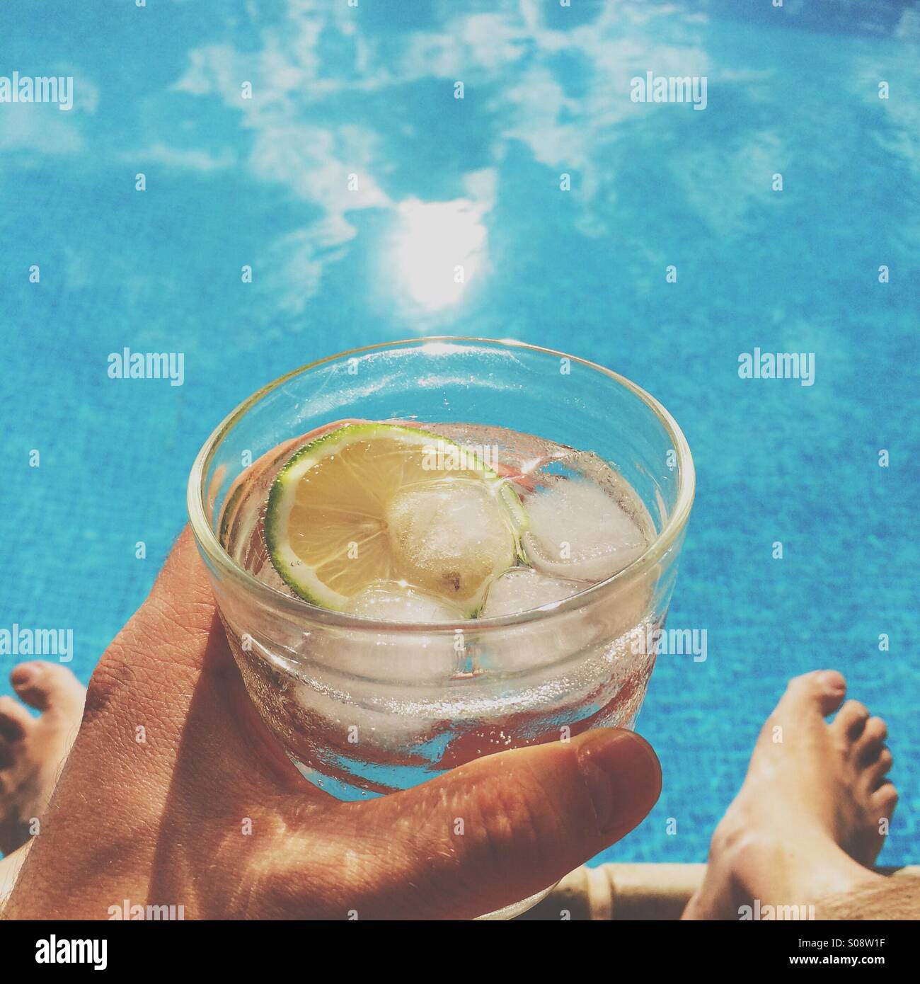 Poolside gin and tonic - Stock Image