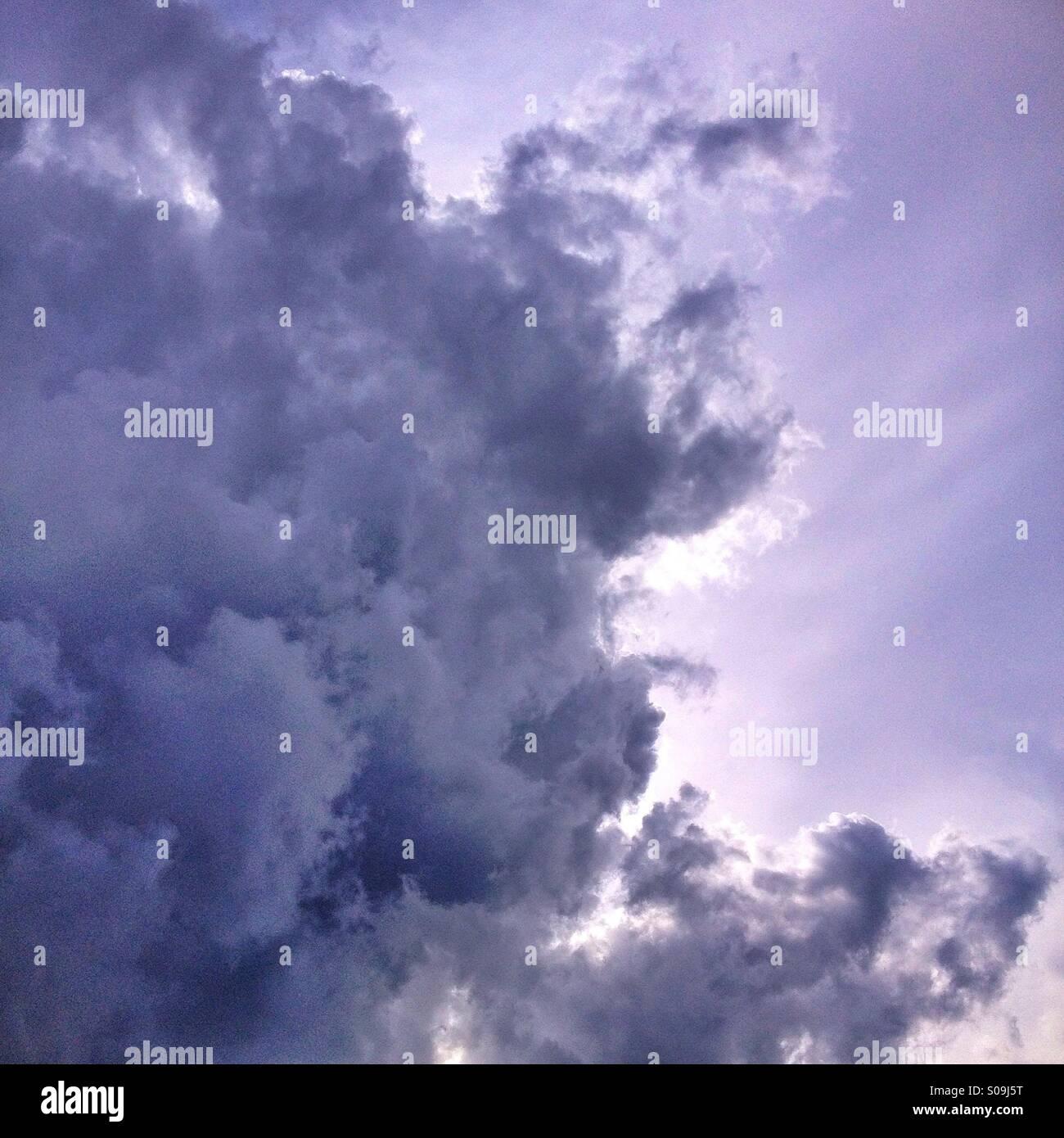 Gothic sky, nubes de algodón barrocas - Stock Image