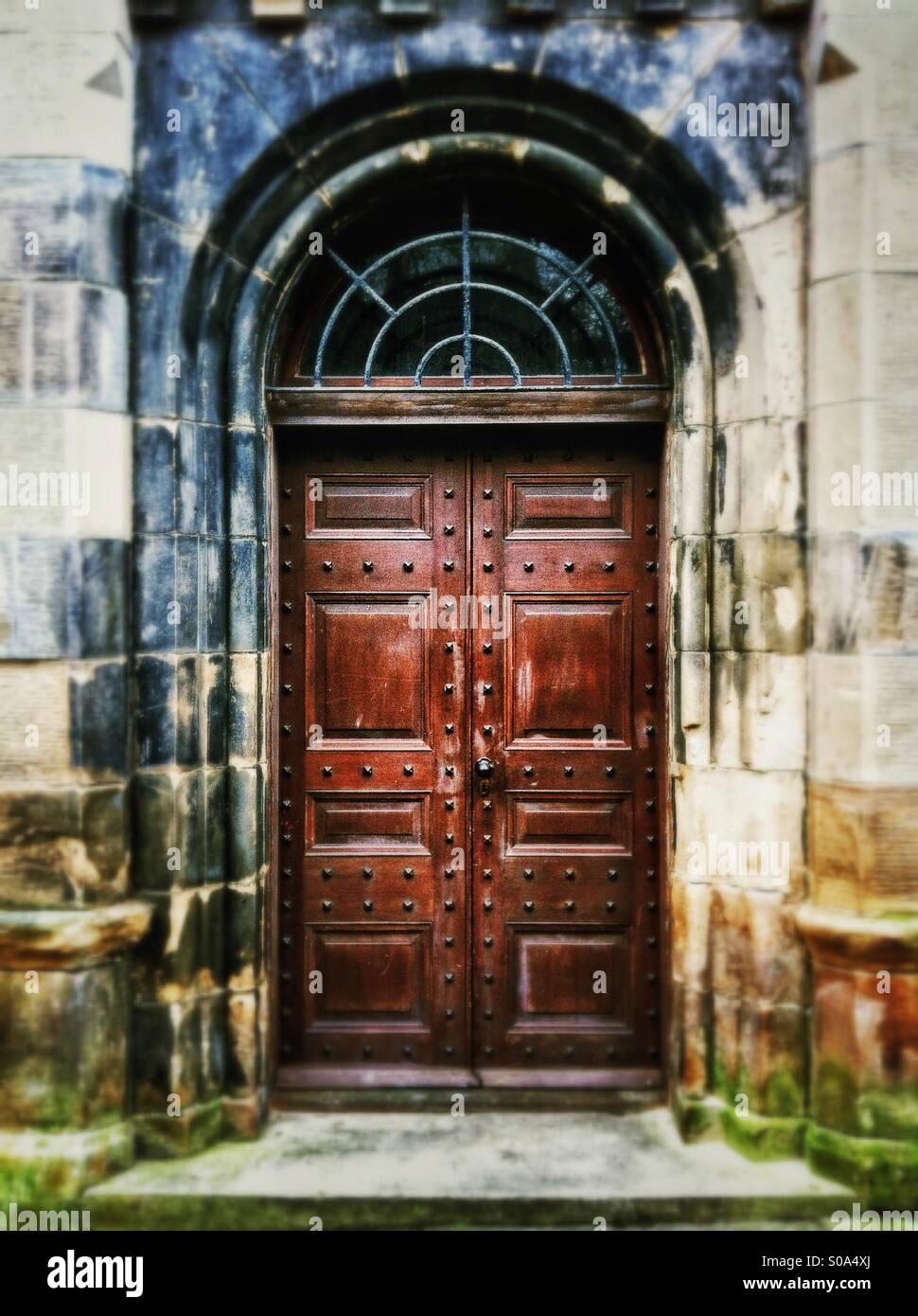 Heavy old wooden door in Victorian building. - Stock Image & Old Victorian Door Stock Photos \u0026 Old Victorian Door Stock Images ...