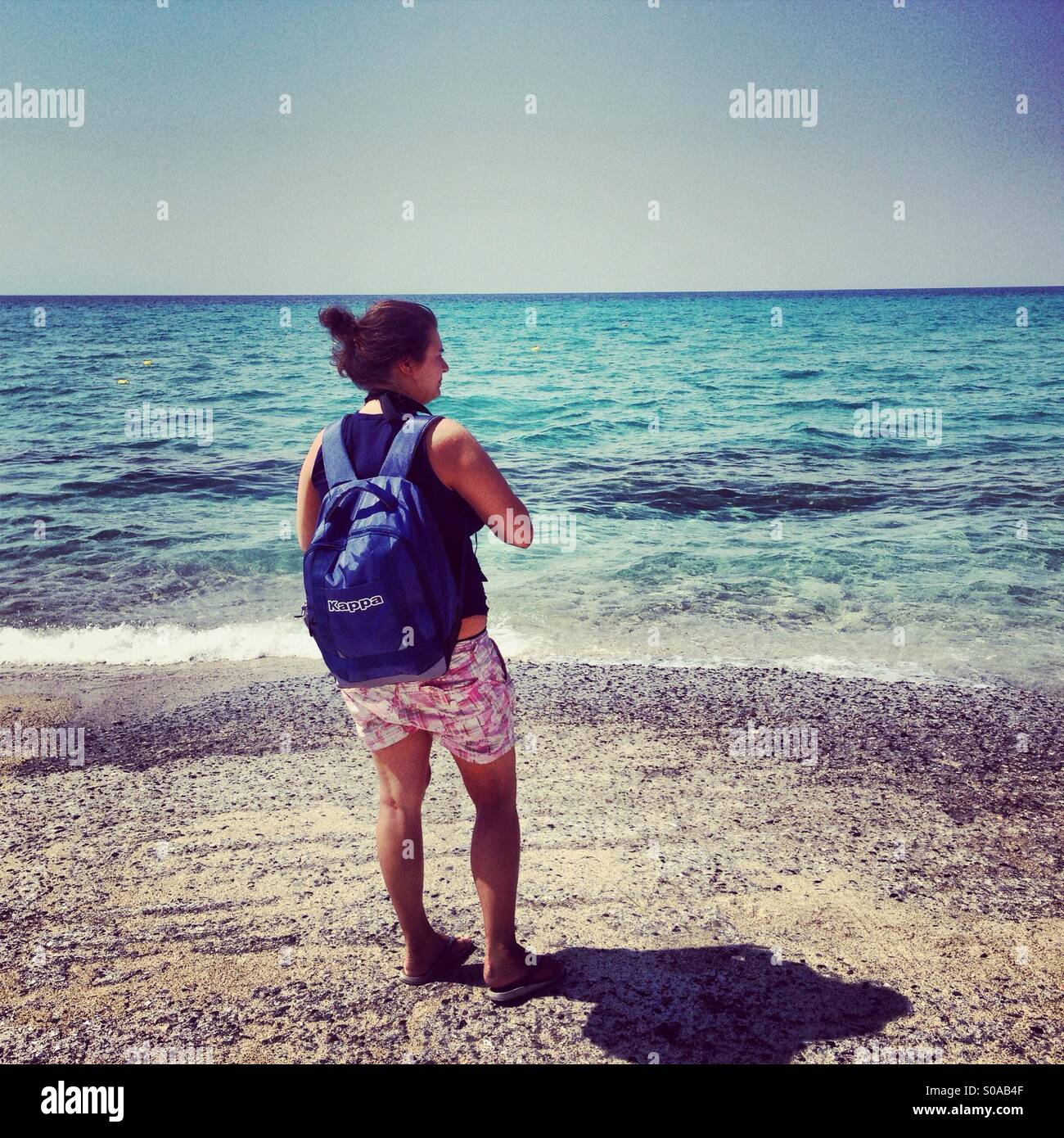 Young woman looking at the sea - Stock Image