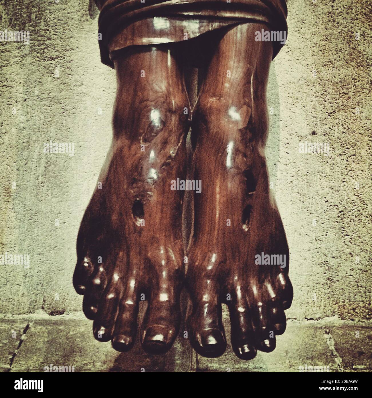 Wooden carving of the feet of Christ - Stock Image