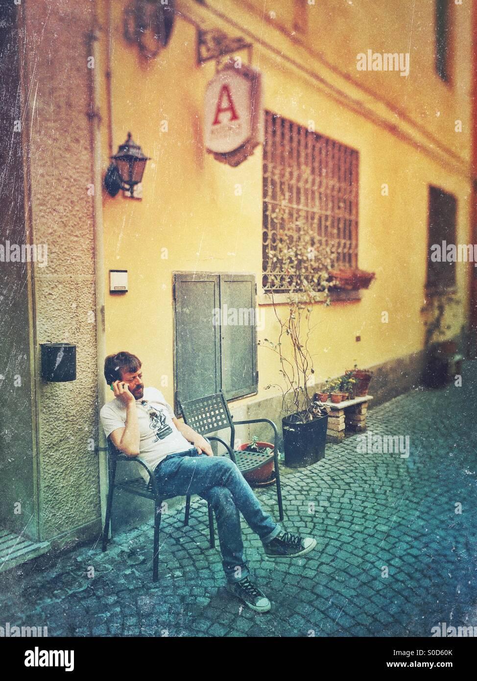 Street scene man at smartphone - Stock Image