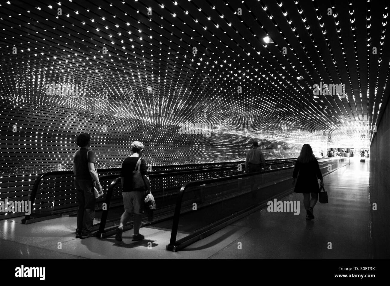'Multiverse' by Leo Villareal, moving walkway- Smithsonian National Gallery of Art - Stock Image