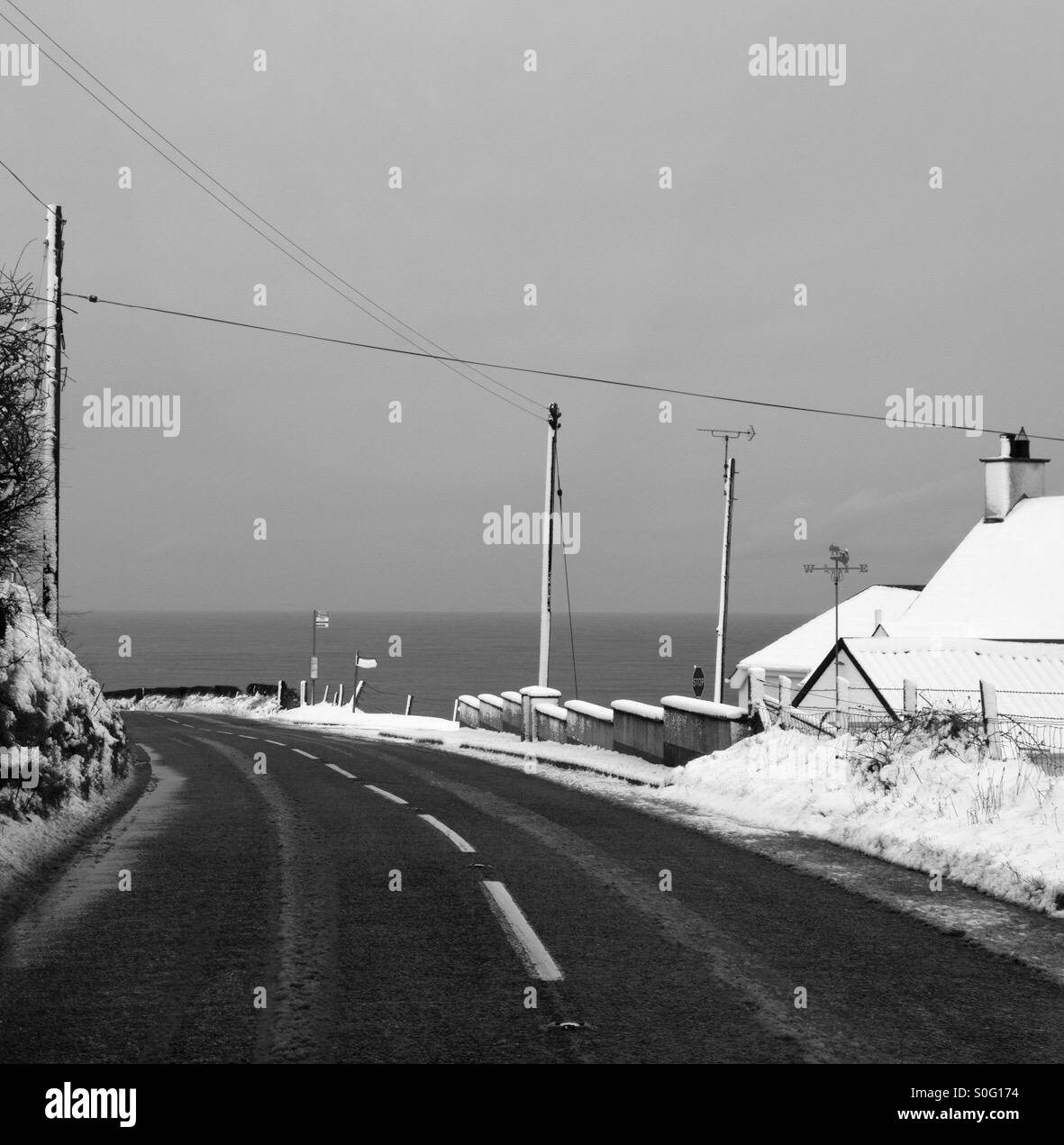 Oceanview during wintertime along Causewaycoastalroute, Northern Ireland. - Stock Image
