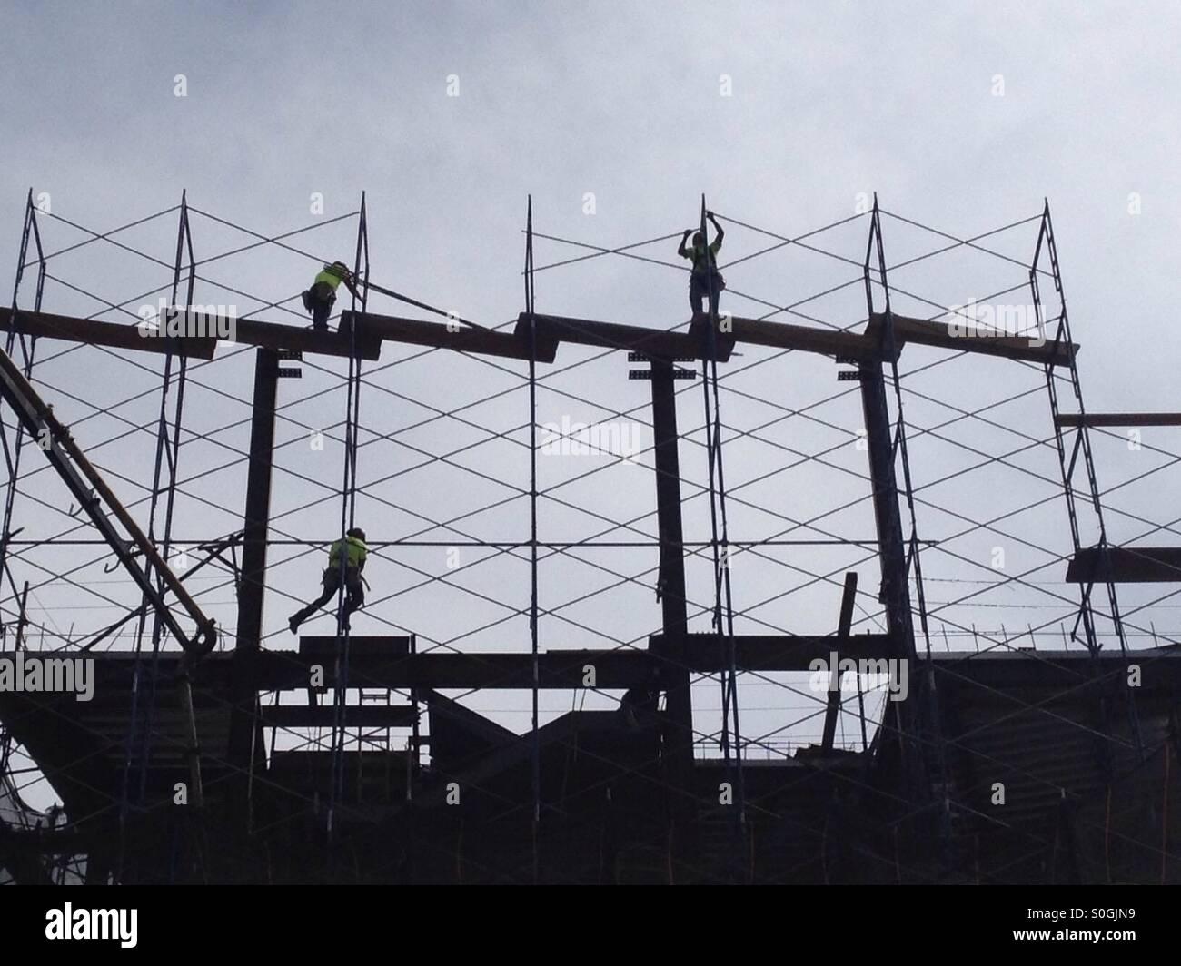 New York Scaffolding Workers Stock Photos & New York Scaffolding ...