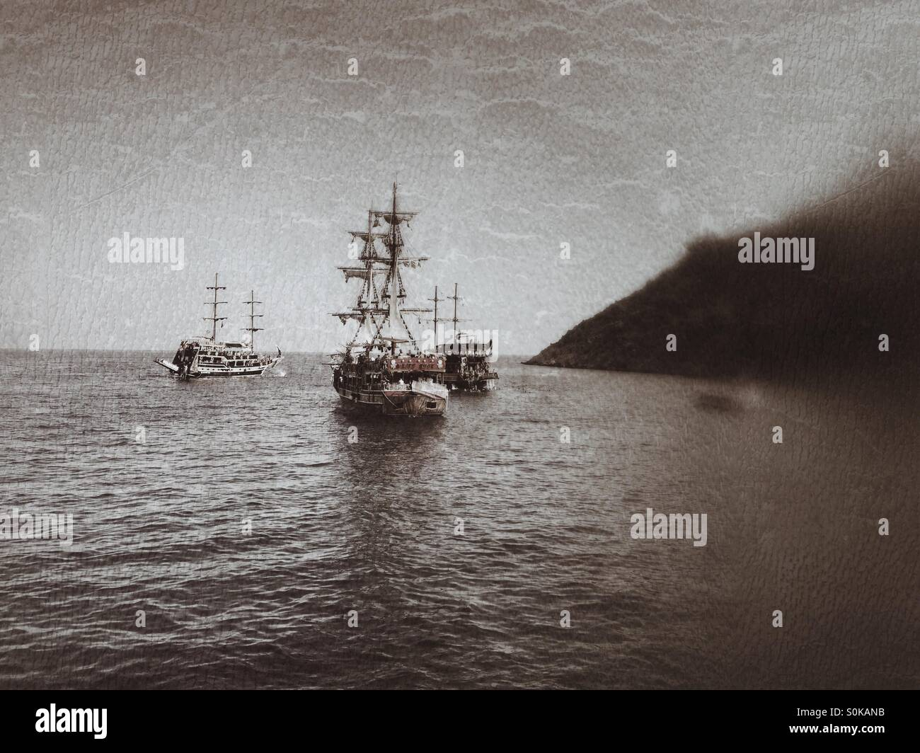 Pirates ships sailing in the sea - Stock Image