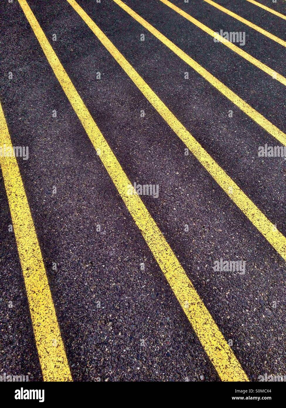 Yellow lines on athletic running track - Stock Image