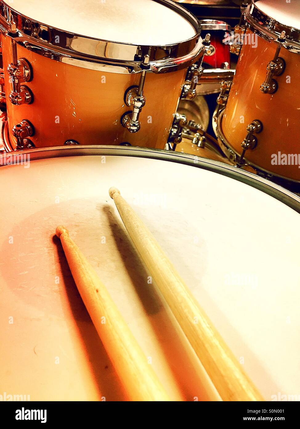 Drumsticks And Drum Stock Photos & Drumsticks And Drum Stock Images ...