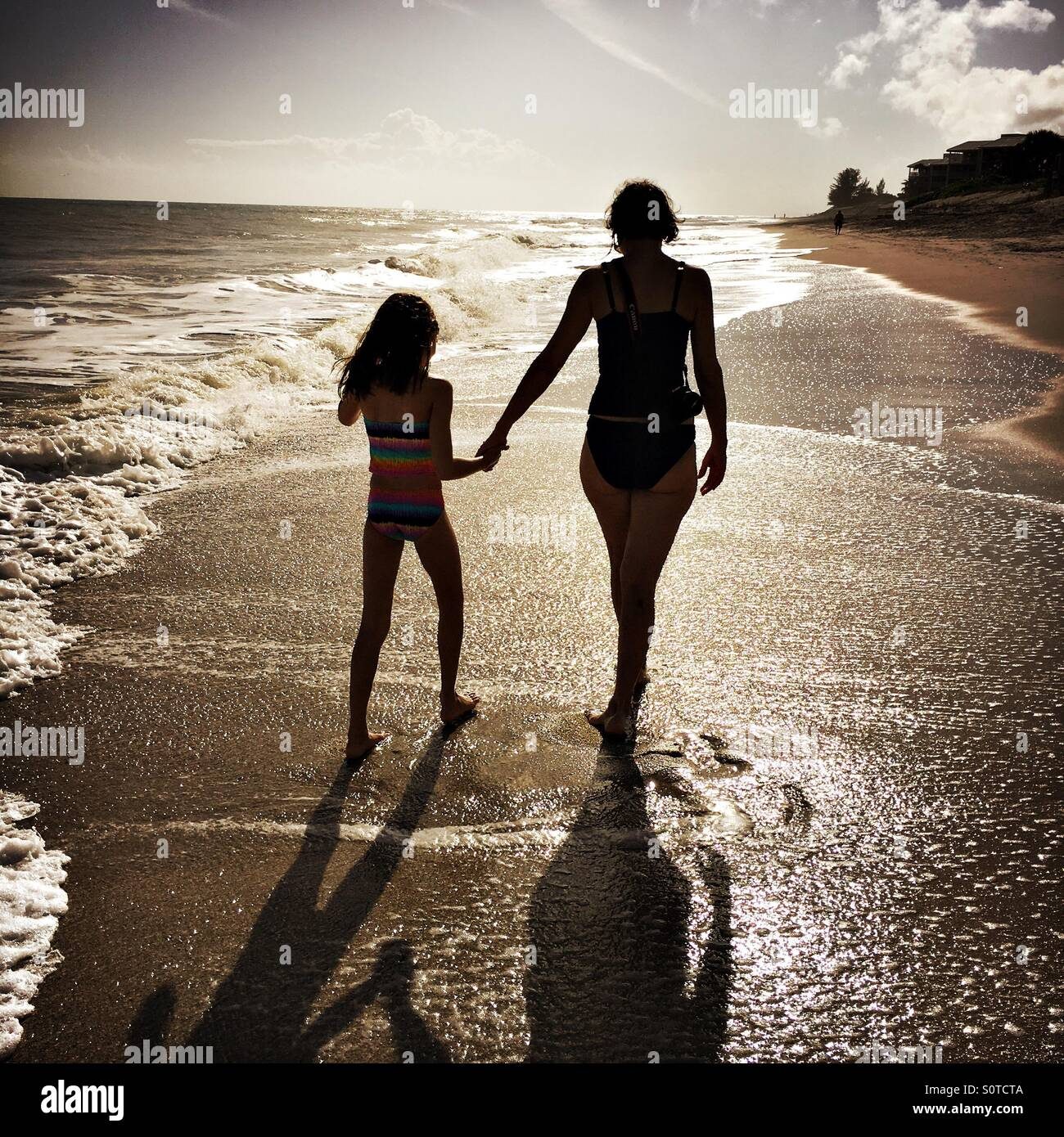 Mother and daughter walking on a beach in Florida - Stock Image