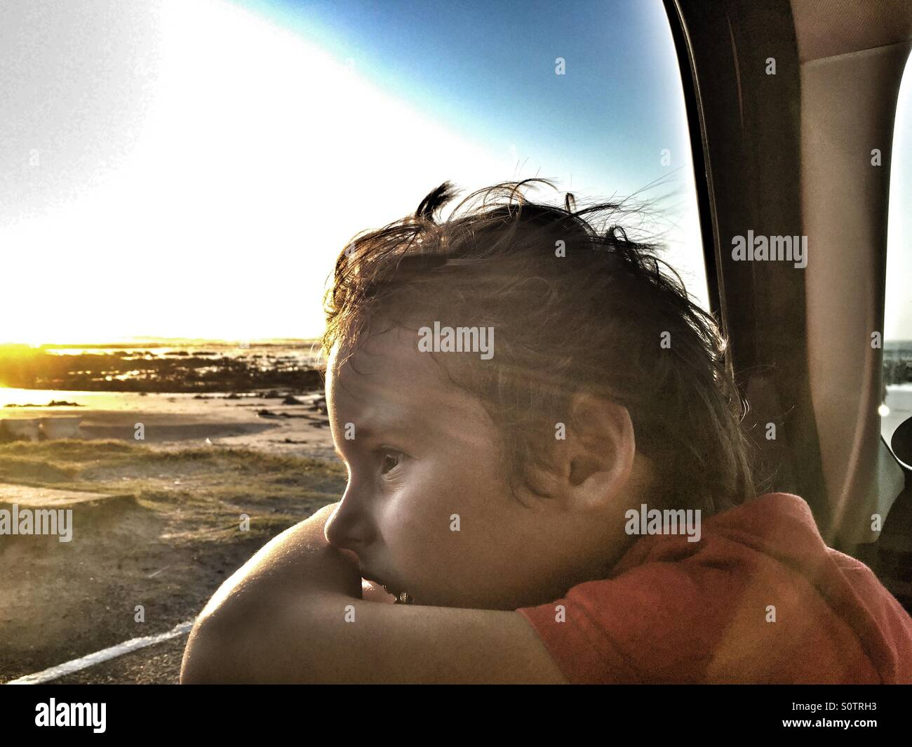 Boy looking out car window - Stock Image