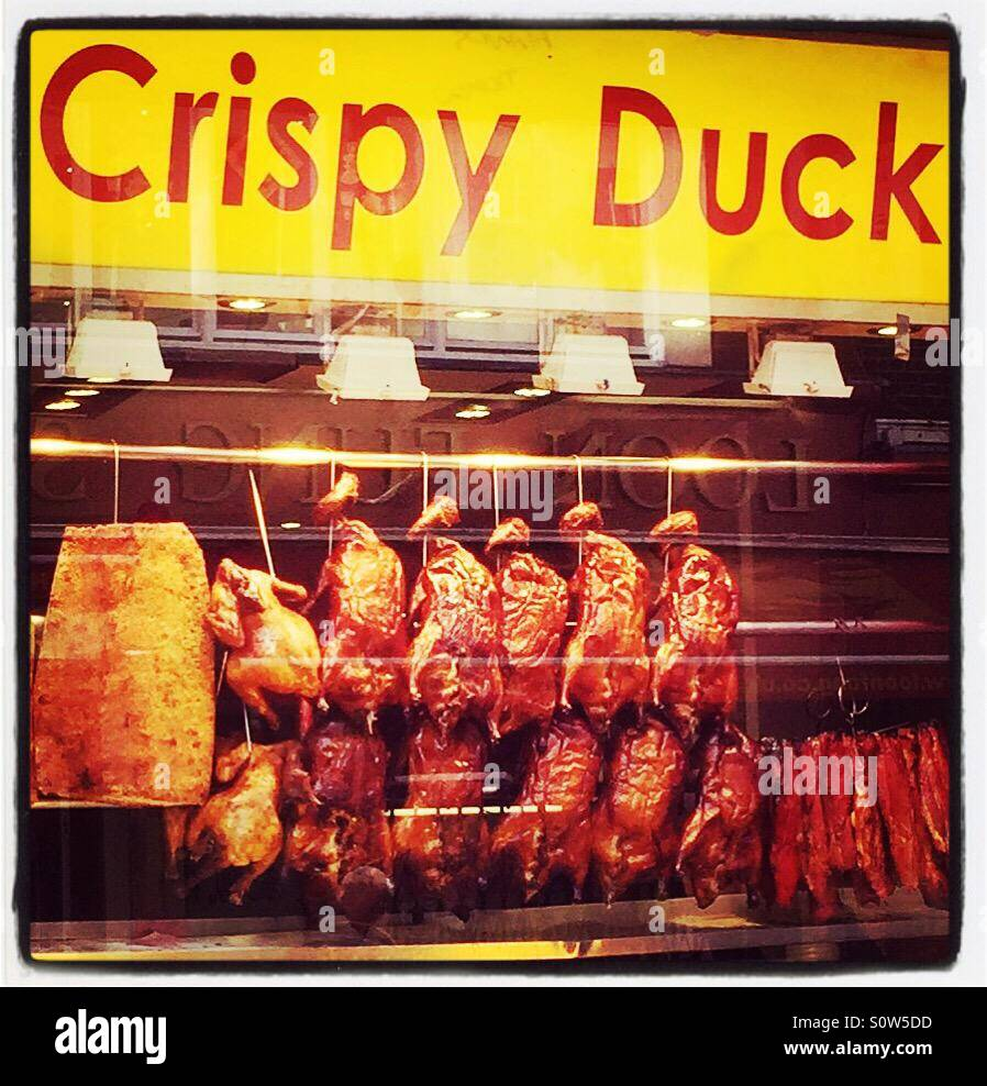 Crispy Duck in the window of Loon Fung restaurant on Gerrard St, China Town, London. - Stock Image
