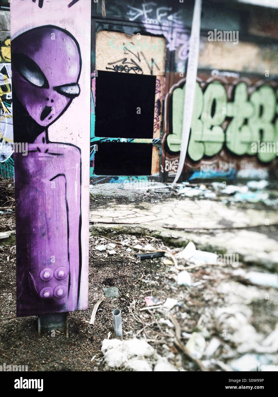 Alien Graffiti At The Abandoned Swimming Pool Blub In The Berlin Stock Photo Alamy