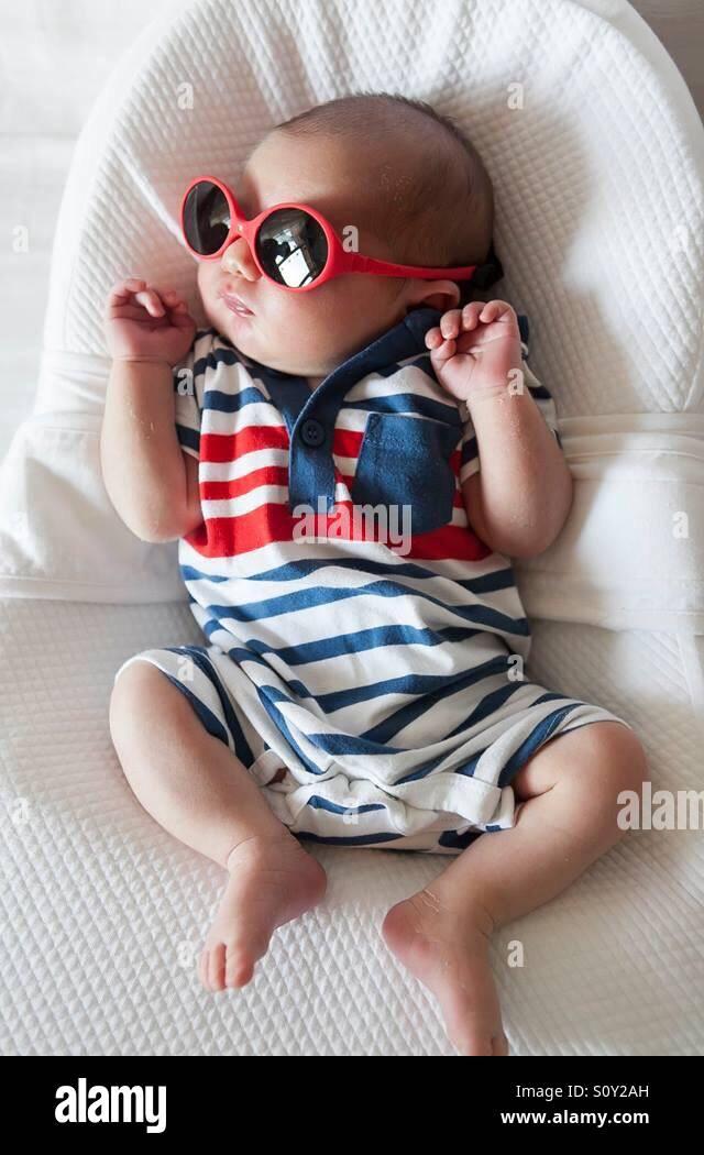 baby comfort with sunglass - Stock Image