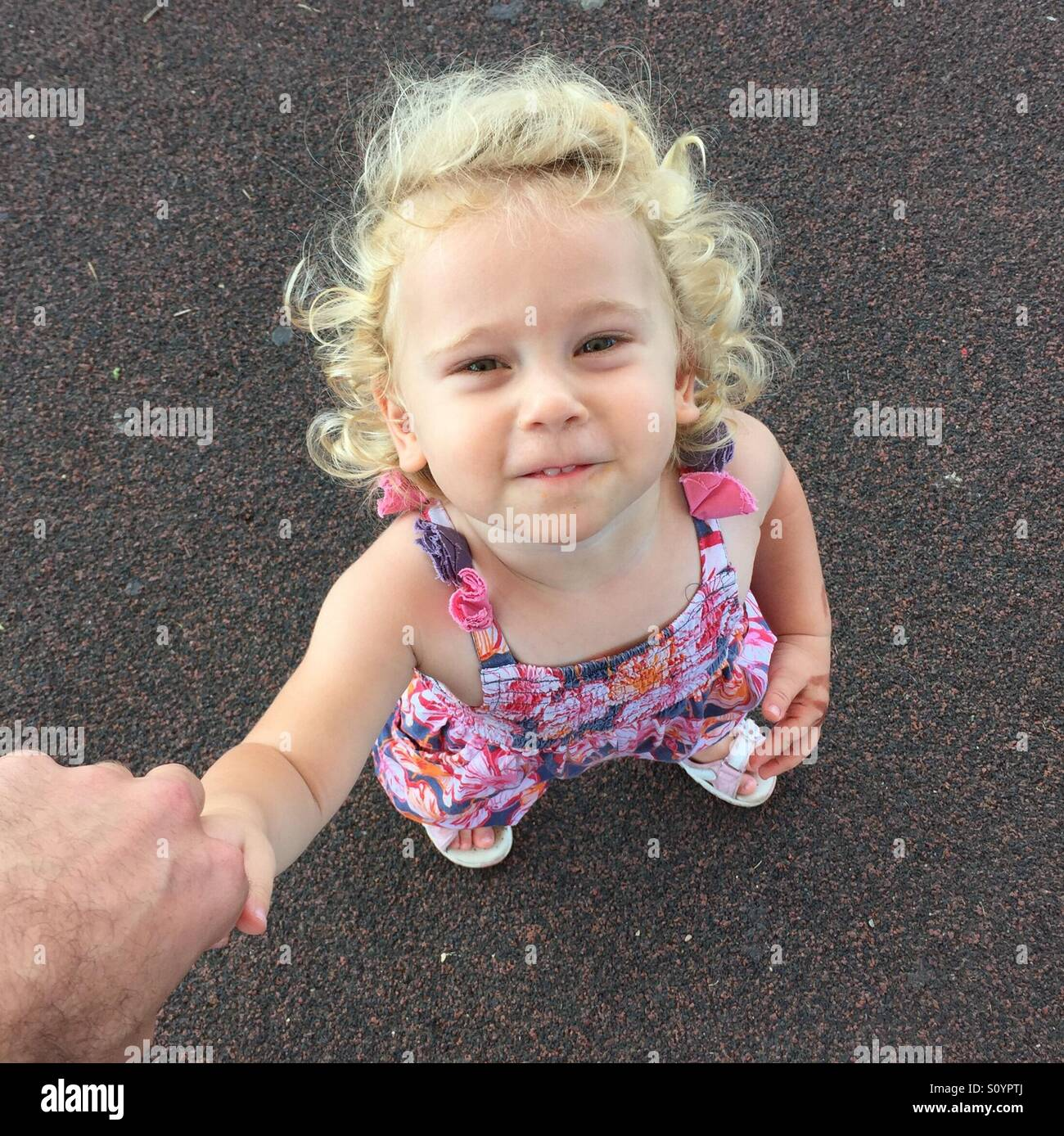 Father hold hands with daughter - Stock Image