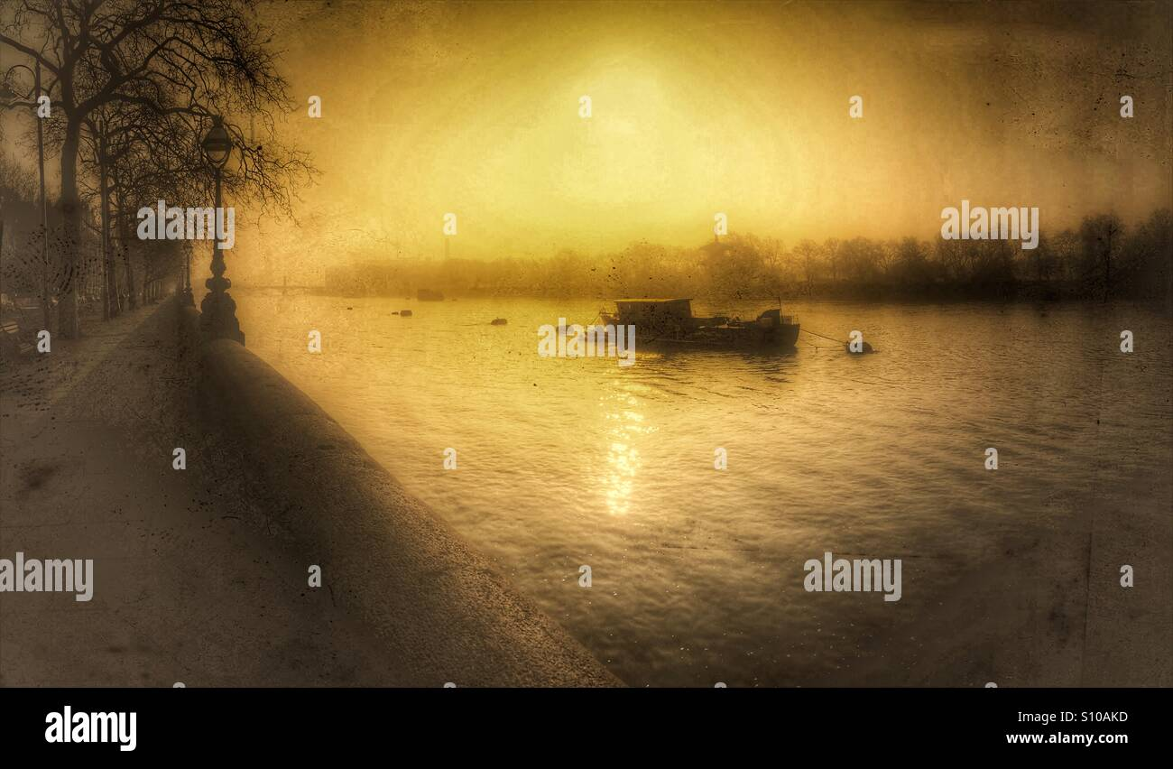 Atmospheric monochrome shot of the Thames, Chelsea Embankment, London, England - Stock Image