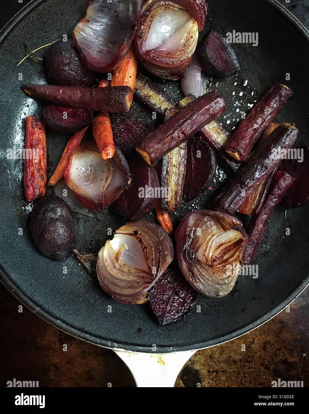 Pan roasted beet root, onions and carrots Stock Photo