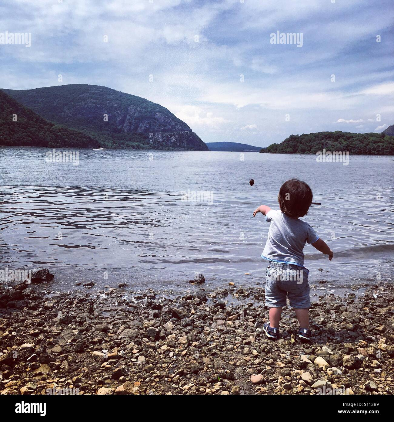 Throwing rocks in the Hudson - Stock Image