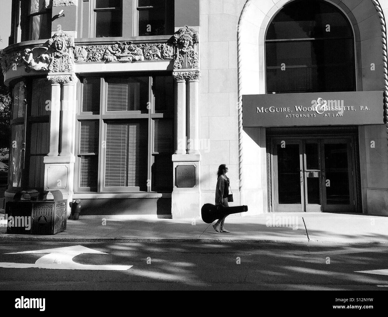 Asheville guitarist early evening - Stock Image