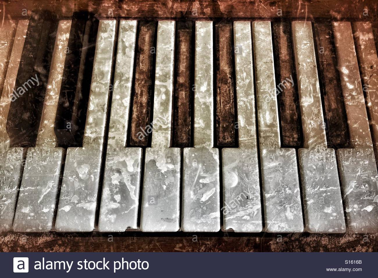 Grungy piano - Stock Image