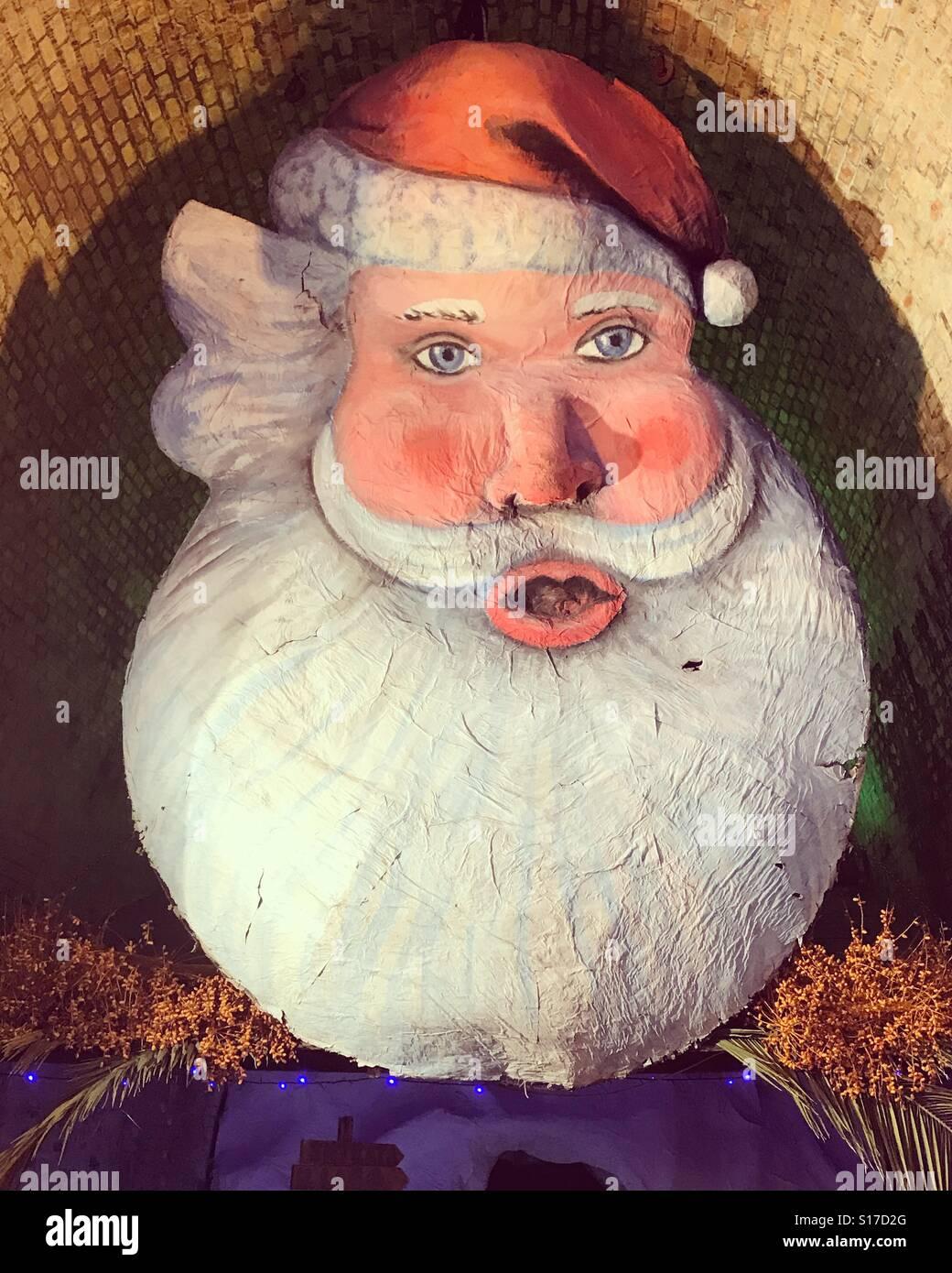 Paper Mache Santa Head - Easy Craft Ideas | 1390x1040