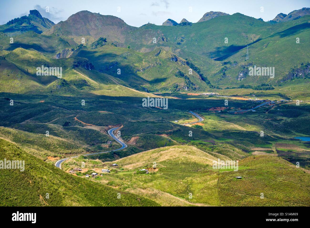 The new mountainous highway route from Kasi, Vientiene, to Luang Prabang, Lao PDR - Stock Image