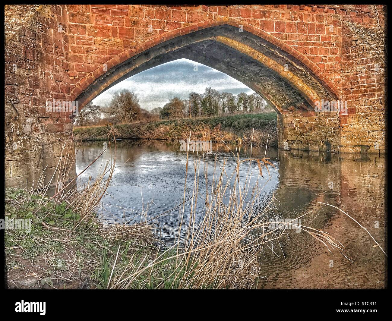 River Tyne, Haddington river walk. A beautiful arch under the bridge walking towards East Linton. - Stock Image