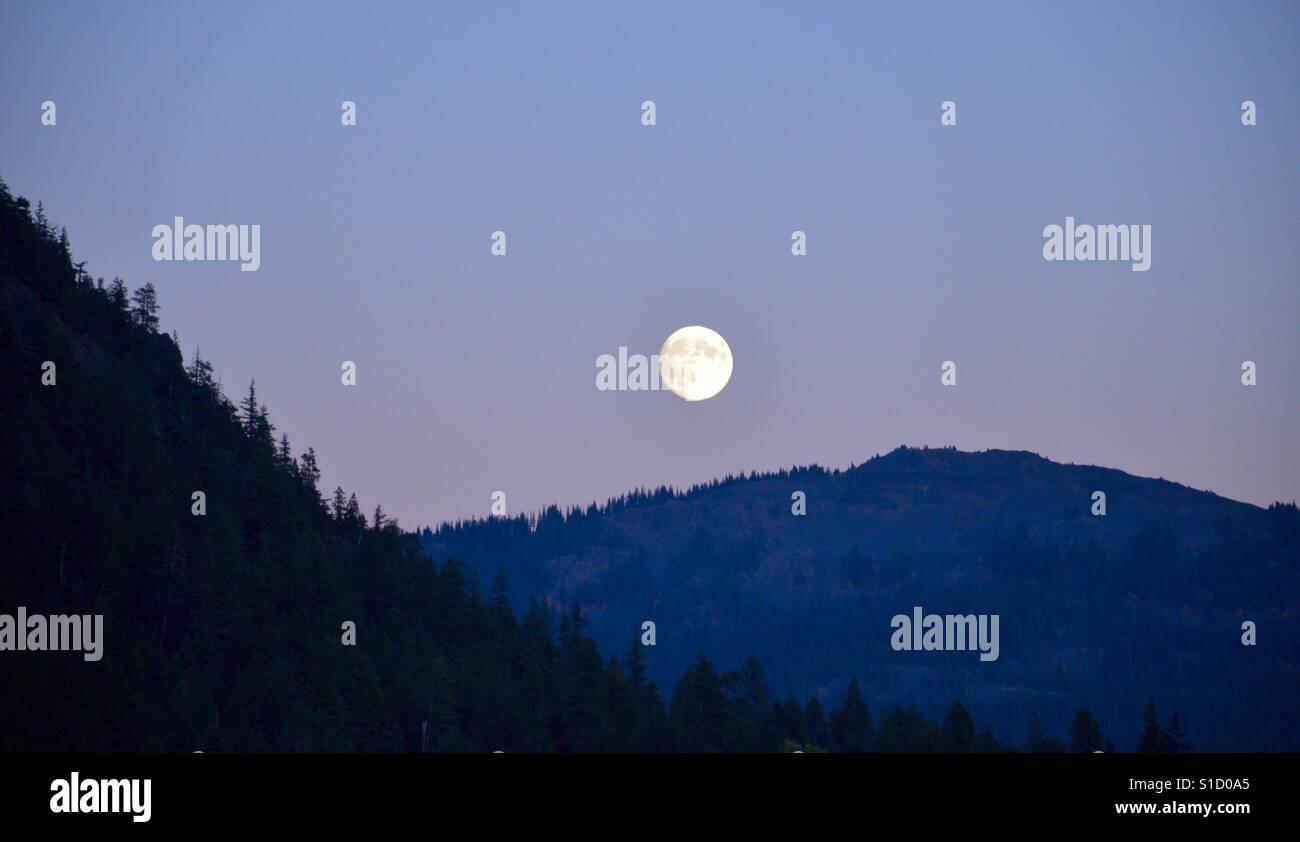 7f1359e89ebf3 Super Harvest Moon! Photo taken while camping near Rimrock Lake in  Washington state. -
