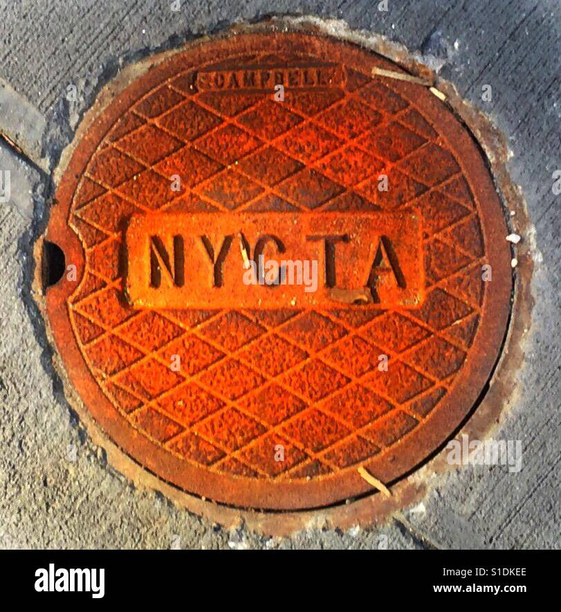 Manhole cover (small), NYCTA, New York City, rust colored, diagonal hatch design with an engraved center rectangle - Stock Image