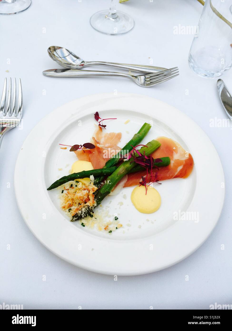 Asparagus and ham starter appetiser - Stock Image