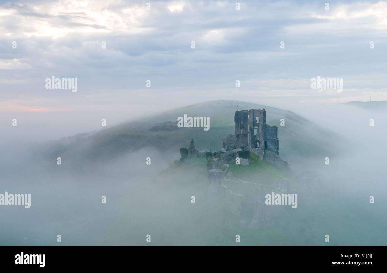 Corfe castle on a foggy morning - Stock Image