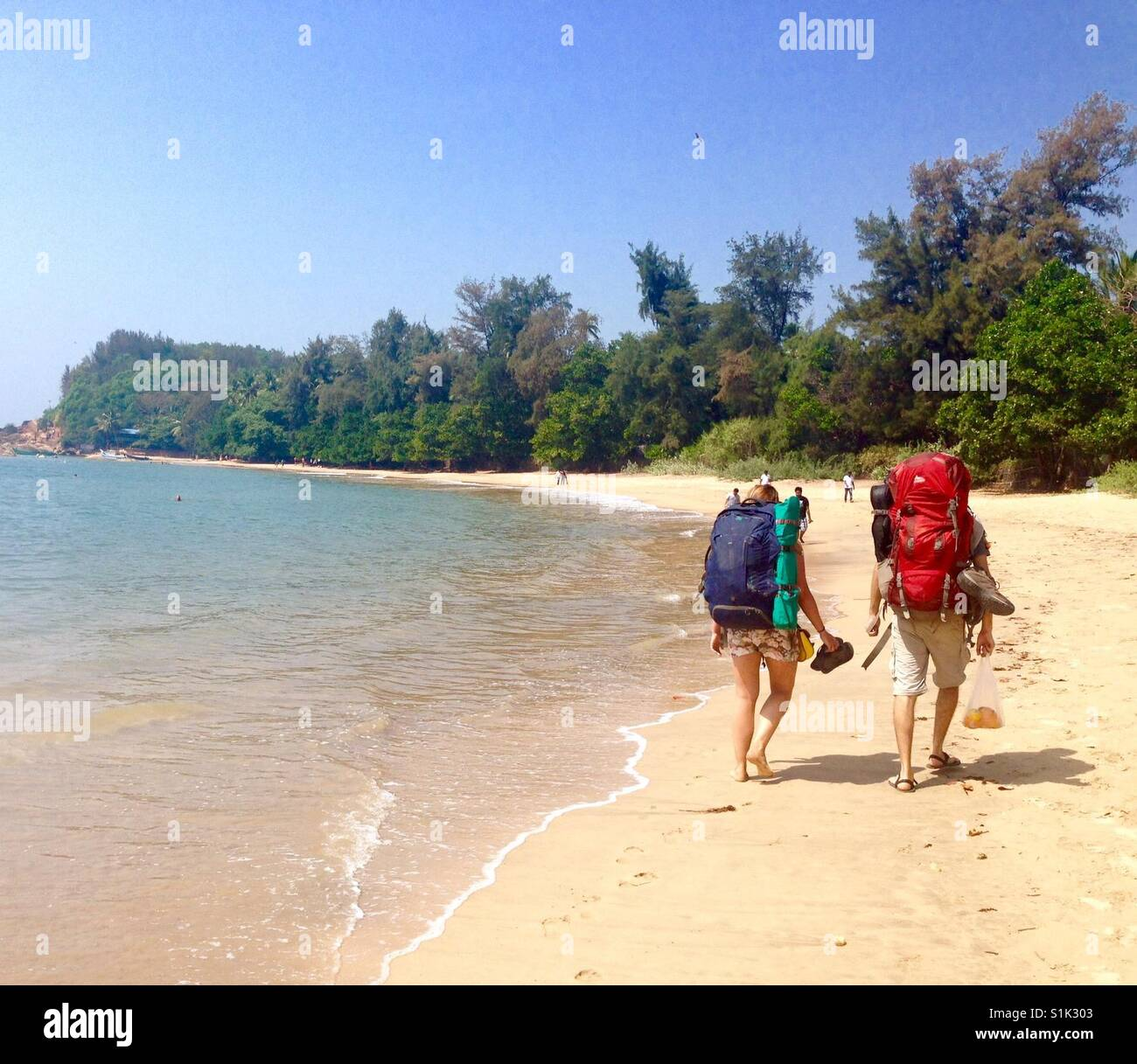 Backpackers making a move in Gokarna, India - Stock Image